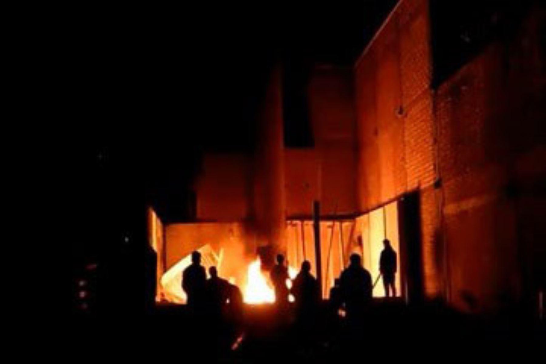 Incidente de madrugada en el distrito de Chilca, en Huancayo: vecinos quemaron antena de telefonía. ANDINA/Difusión