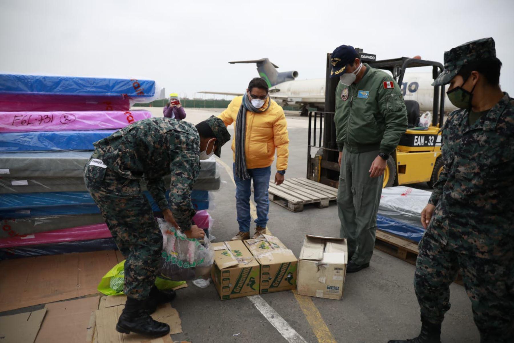 Ministerio de Vivienda traslada cargamento de dos toneladas de ayuda humanitaria y equipos médicos y alimentos  a la región Puno, entregados por Minsa e Indeci. Foto: Ministerio de Vivienda