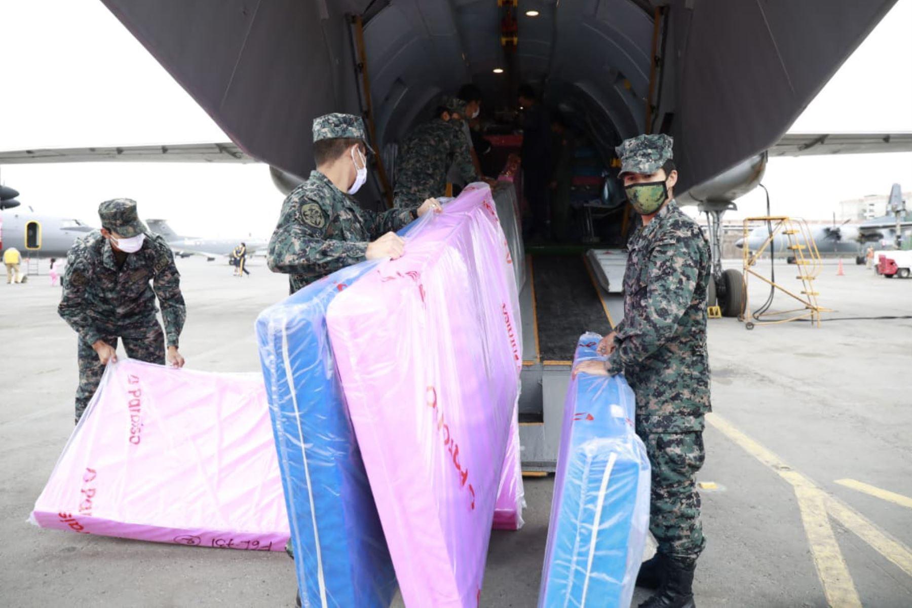 Ministerio de Vivienda traslada cargamento de dos toneladas de ayuda humanitaria, equipos médicos y alimentos  a la región Puno, entregados por Minsa e Indeci. Foto: Ministerio de Vivienda