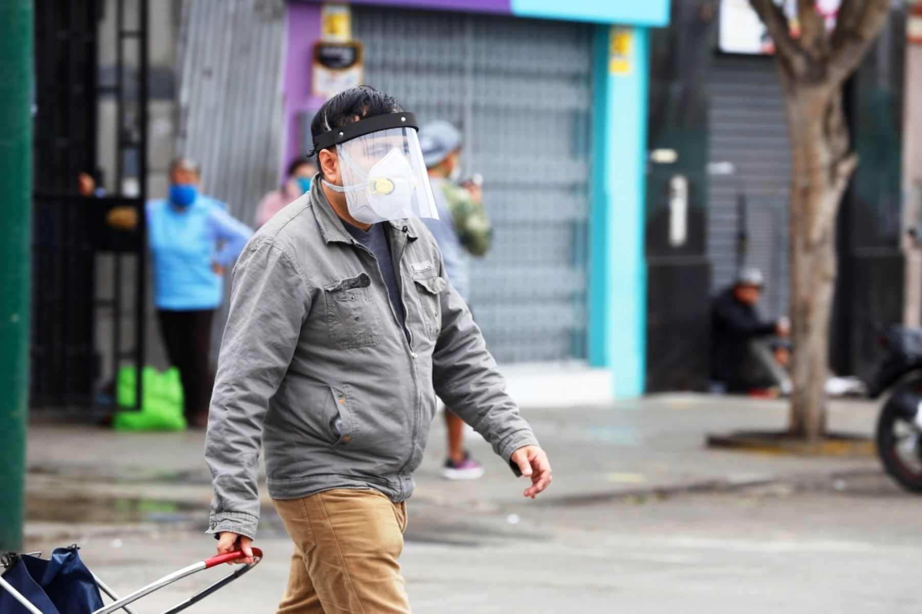 Coronavirus: protector facial nos recuerda que no debemos tocarnos la cara. Foto: ANDINA/Difusión.
