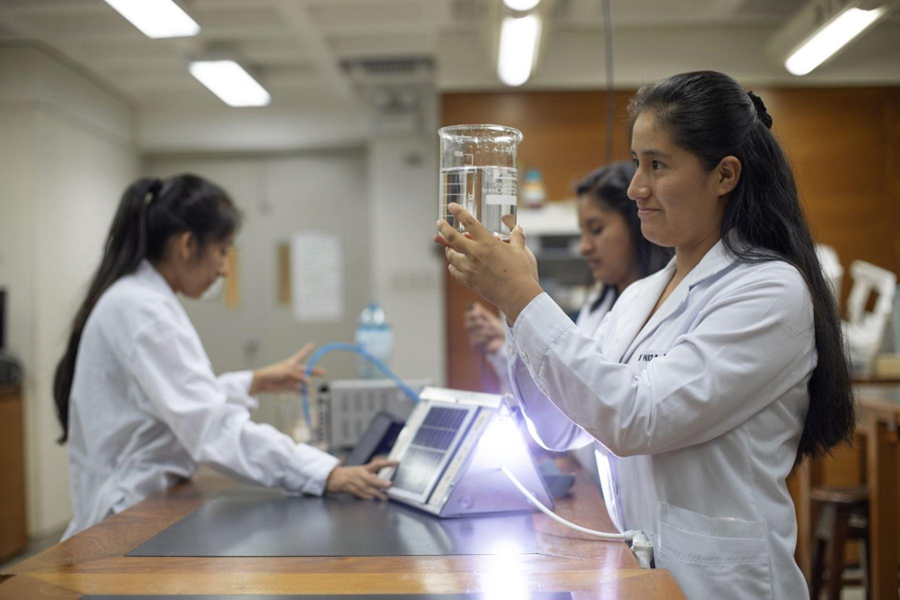 Escolares talentosas podrán postular a 150 becas para carreras de ciencias. Foto: ANDINA/Difusión.