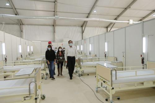Presidente Vizcarra  presenta el ambiente de Hospitalización Temporal Parque Huiracocha  en San Juan de Lurigancho