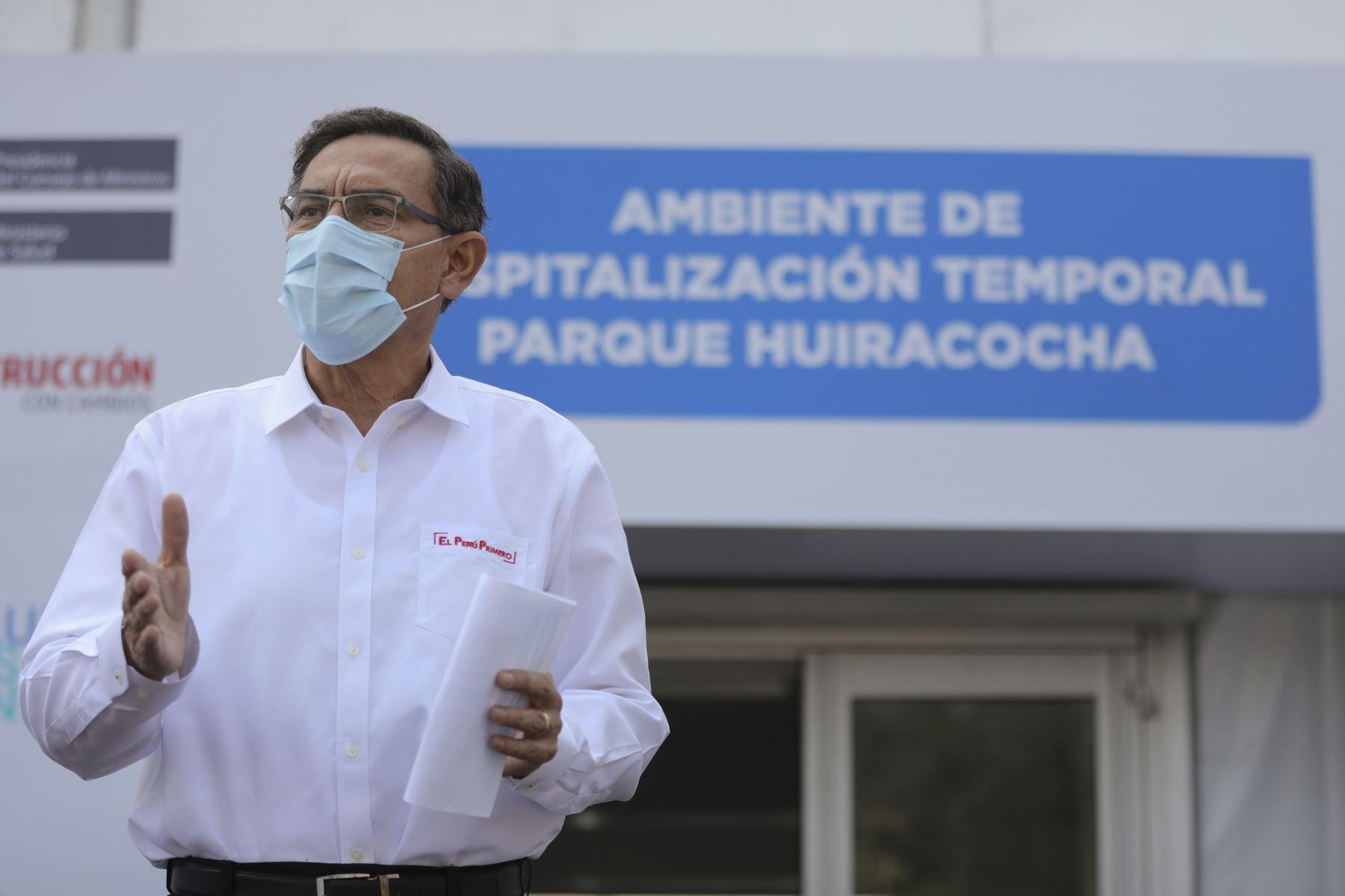 Presidente de la República, Martín Vizcarra  presenta el ambiente de Hospitalización Temporal Parque Huiracocha, ubicado en San Juan de Lurigancho, para la atención de pacientes leves moderados con COVID-19. Foto: ANDINA/Prensa Presidencia