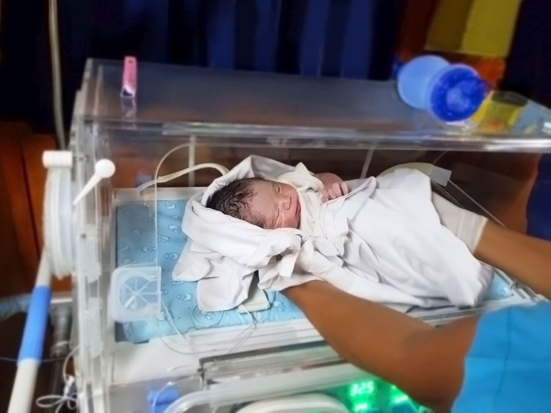 Nacen los dos primeros bebés durante campaña de PIAS Aéreas en comunidades indígenas de Loreto que organiza el Programa Nacional PAIS del Ministerio de Desarrollo e Inclusión Social.