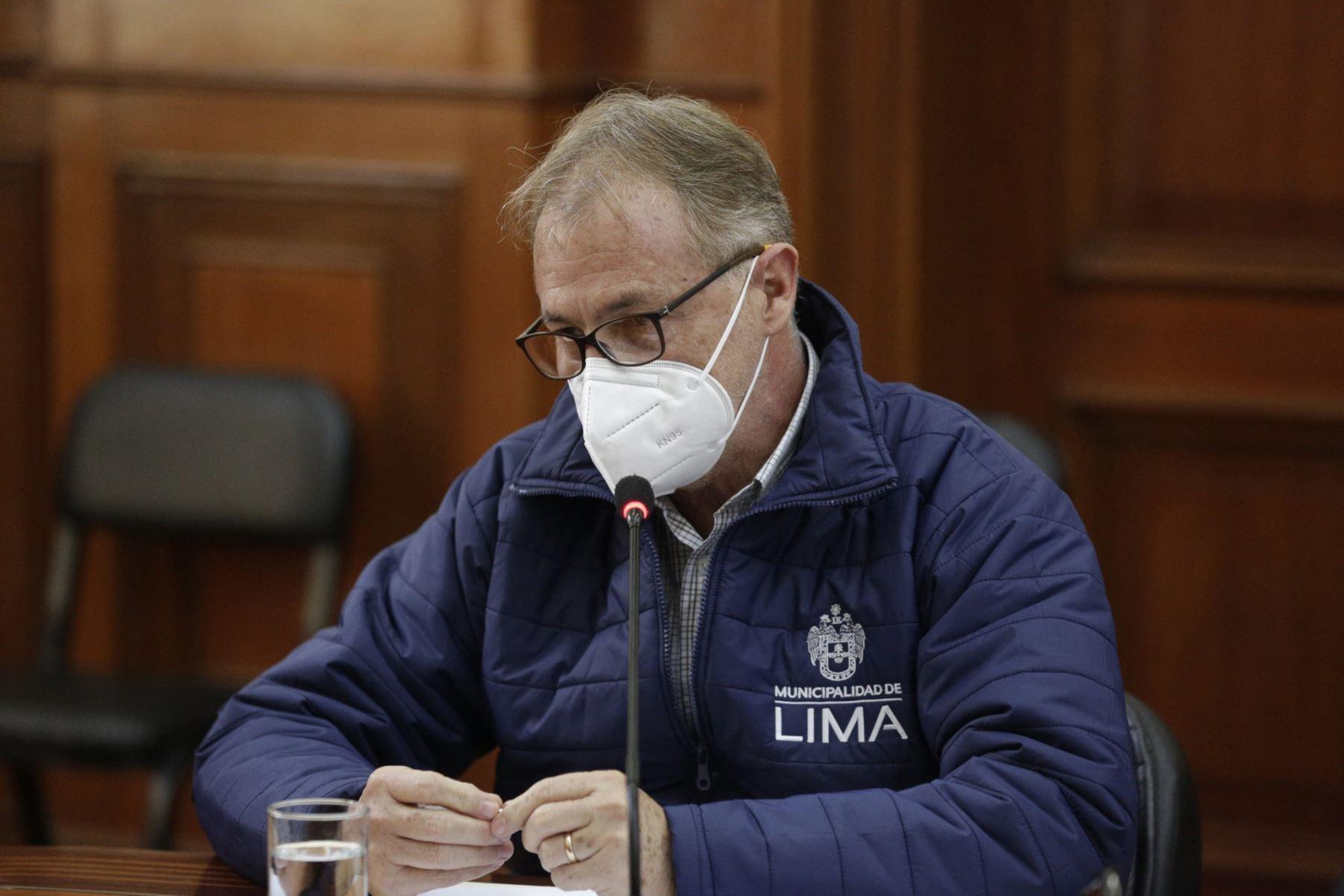 Titular de la PCM, Vicente Zeballos  se reúne con el alcalde de la Municipalidad Metropolitana de Lima, Jorge Muñoz  para establecer medidas que permitan mitigar el impacto del covid -19 en el servicio que brindan el Metropolitano y los corredores complementarios. Foto: PCM