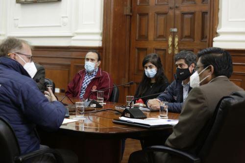 Coronavirus: Presidente del Consejo de Ministros y alcalde de Lima se reúnen para establecer medidas que permitan mitigar el impacto del covid -19