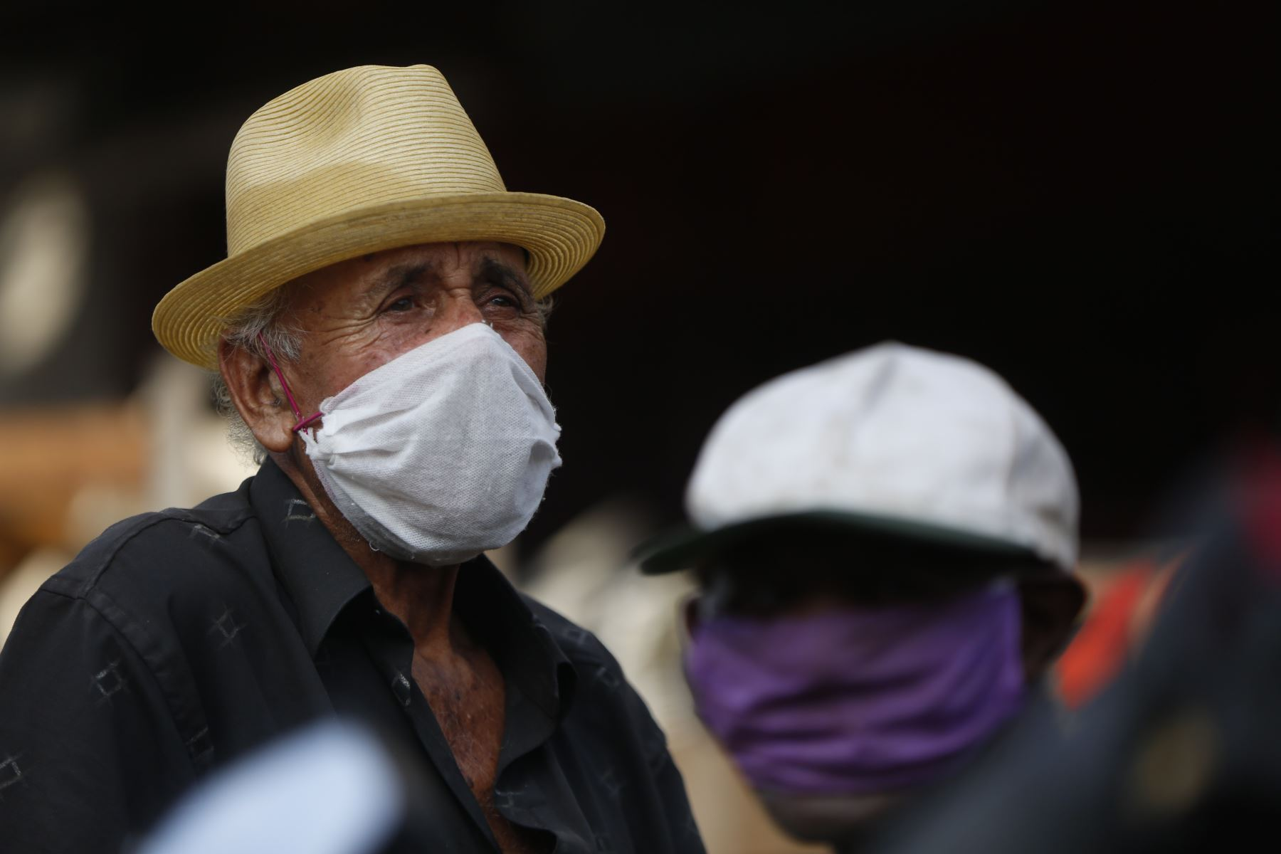 El Gobierno colombiano decretó que para proteger a las personas mayores de 70 años estos deben permanecer confinados en sus hogares hasta el 31 de agosto. Foto: EFE