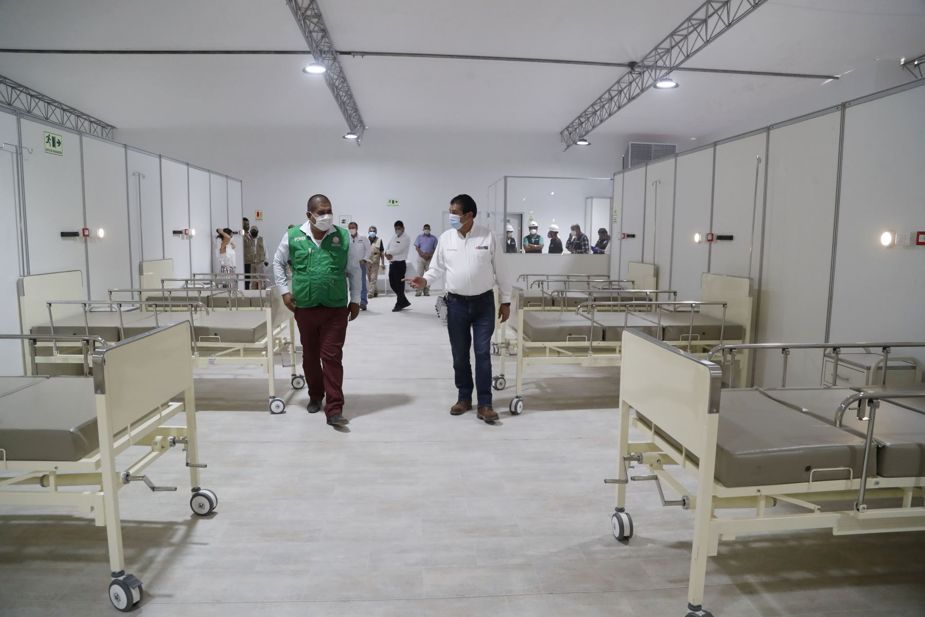 Ministro de Vivienda, Rodolfo Yañez viaja a la región Piura para inspeccionar la próxima planta de tratamiento de aguas residuales PTAR y el hospital de campaña en el campo ferial de la ciudad de Sullana. Foto: Ministerio de Vivienda