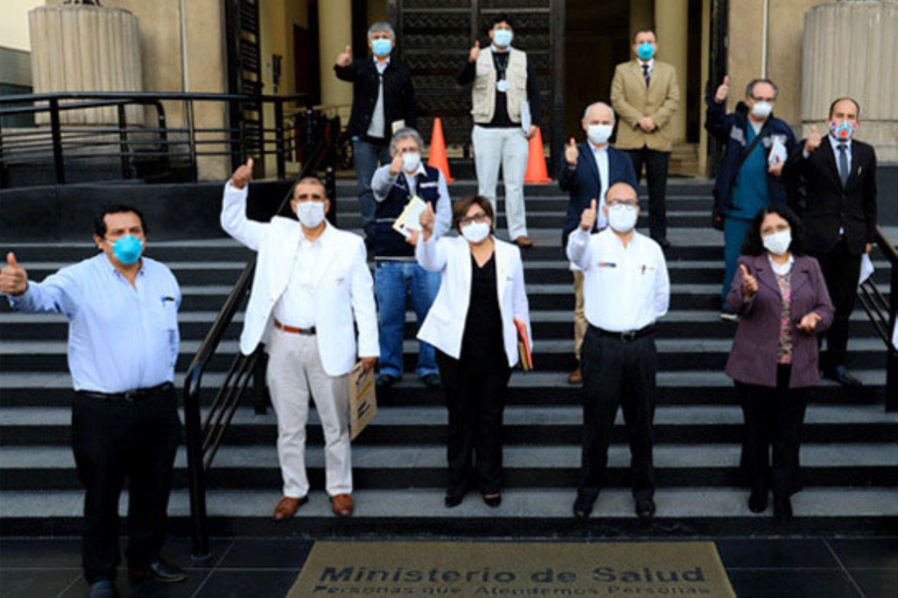 El ministro de Salud, Víctor Zamora, se reunió con autoridades de Ayacucho y Apurímac para coordinar acciones frente al covid-19.