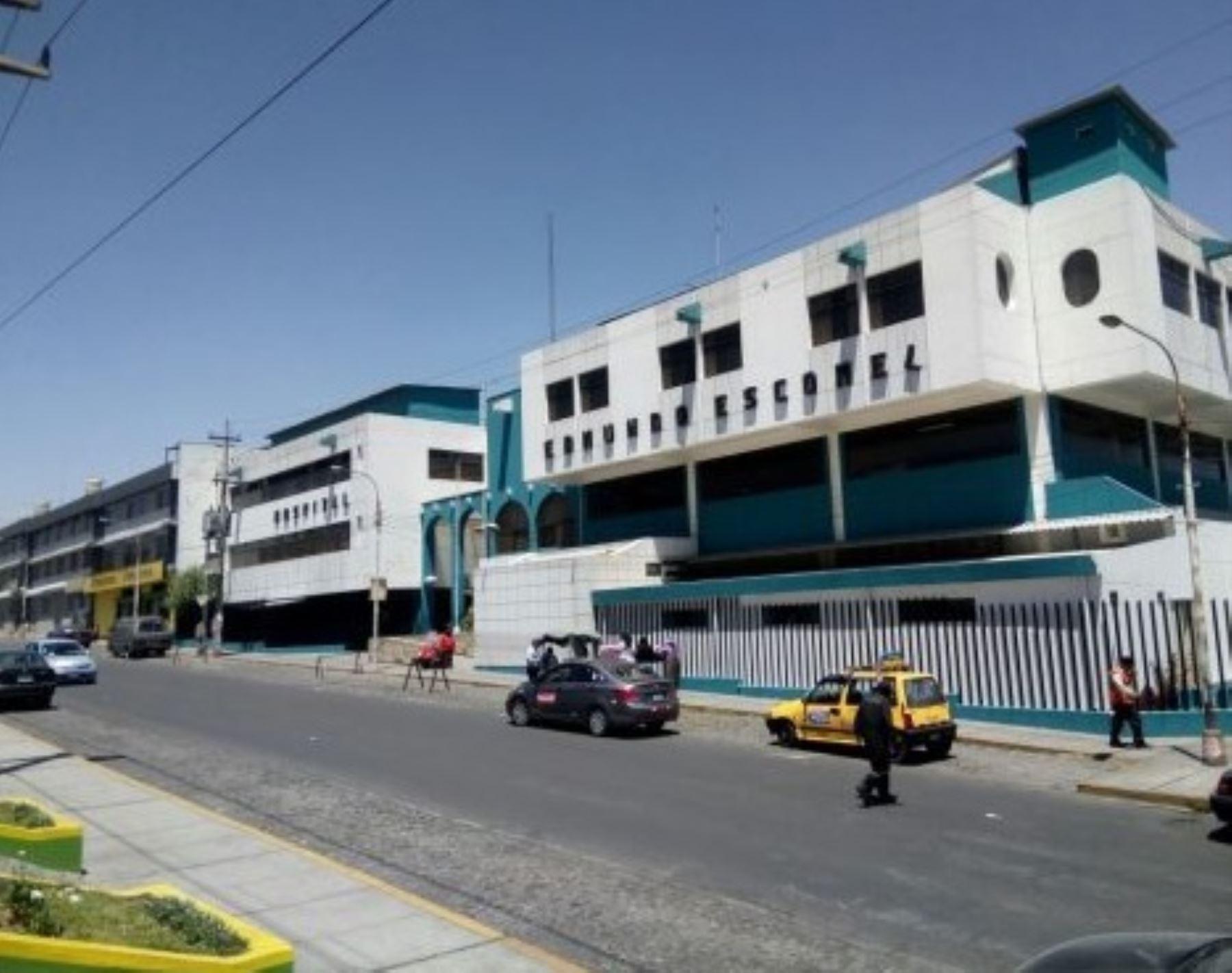 La Red Asistencial EsSalud de Arequipa acondicionó 50 camas en el Hospital I Edmundo Escomel, para la atención exclusiva de pacientes que contrajeron el nuevo coronavirus y, de esa manera, prevenir la saturación y colapso de los centros asistenciales que tiene a su cargo.