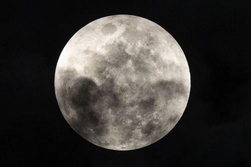 El fantástico espectáculo por el eclipse penumbral de la luna