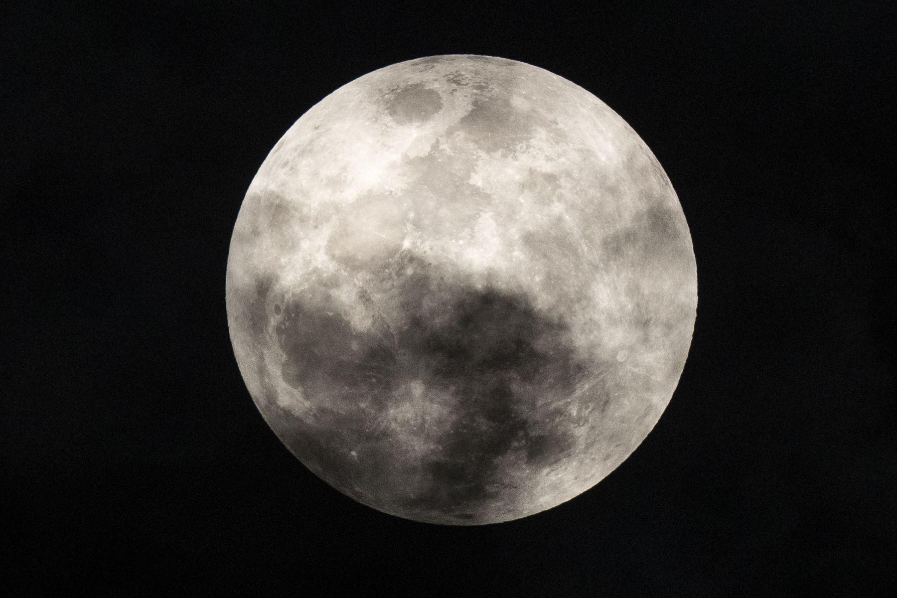 El fantástico espectáculo por el eclipse penumbral de la Luna. Foto: ANDINA/Carlos Lezama