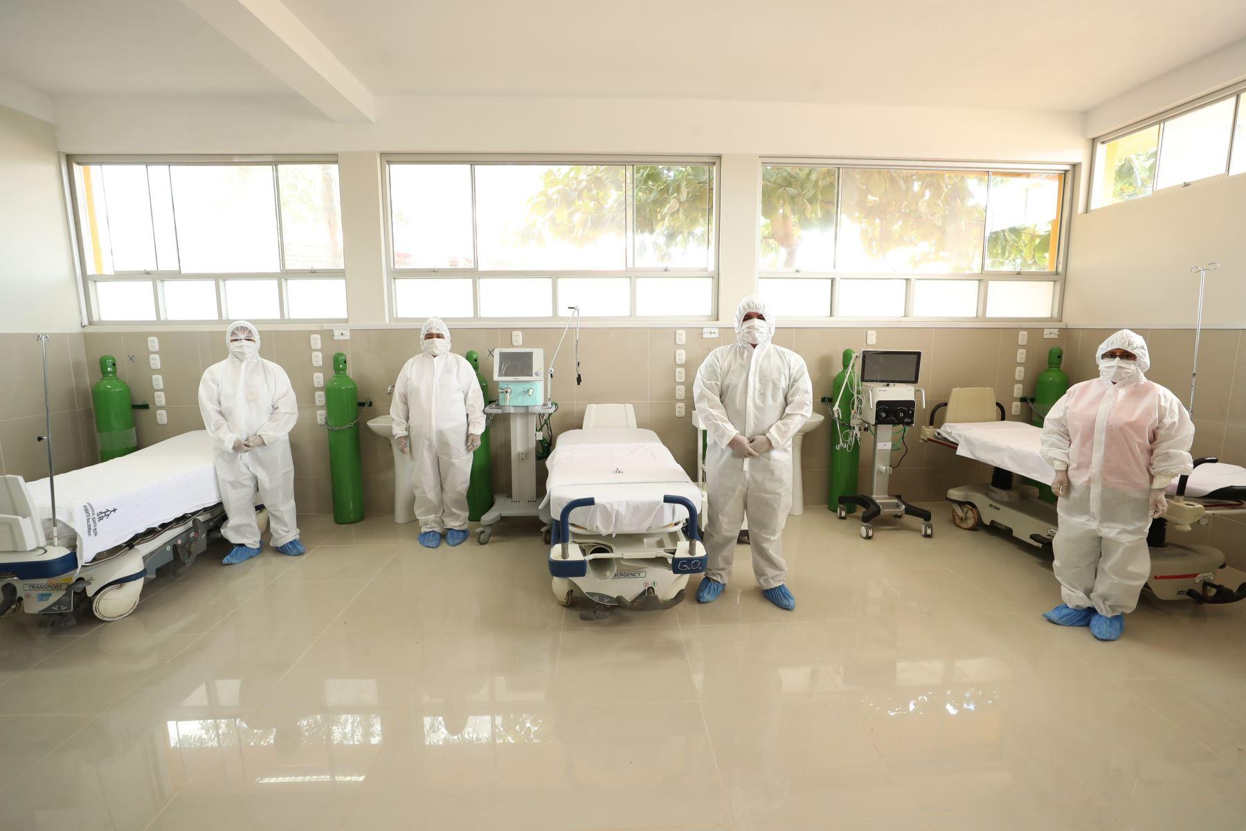 El premier Vicente Zeballos, supervisó los nuevos ambientes del hospital Santa Rosa de Puerto Maldonado y entregó respiradores, ventiladores y 5000 pruebas rápidas e insumos médicos para reforzar el trabajo del personal de salud contra el covid-19. Foto:ANDINA/PCM.