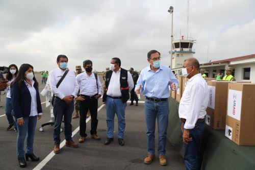 El presidente de la República, Martín Vizcarra, entrega ventiladores mecánicos para pacientes con covid-19 en cuatro regiones del norte del país