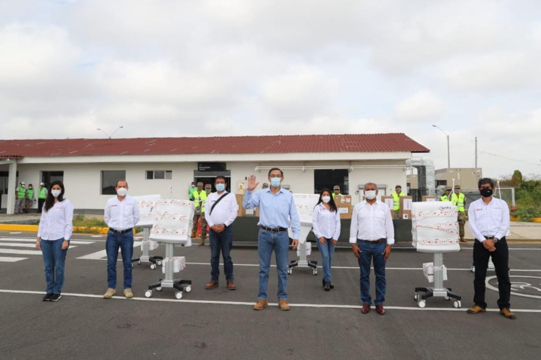 El presidente de la República, Martín Vizcarra, entrega ventiladores mecánicos para pacientes con covid-19 en cuatro regiones del norte del país. Foto: ANDINA/ Prensa Presidencia