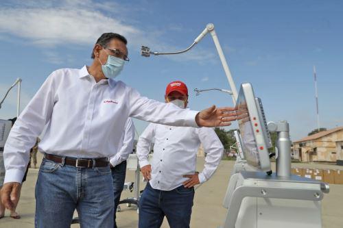 El presidente de la República, Martín Vizcarra, entrega ventiladores mecánicos para pacientes con covid-19 en la región Piura