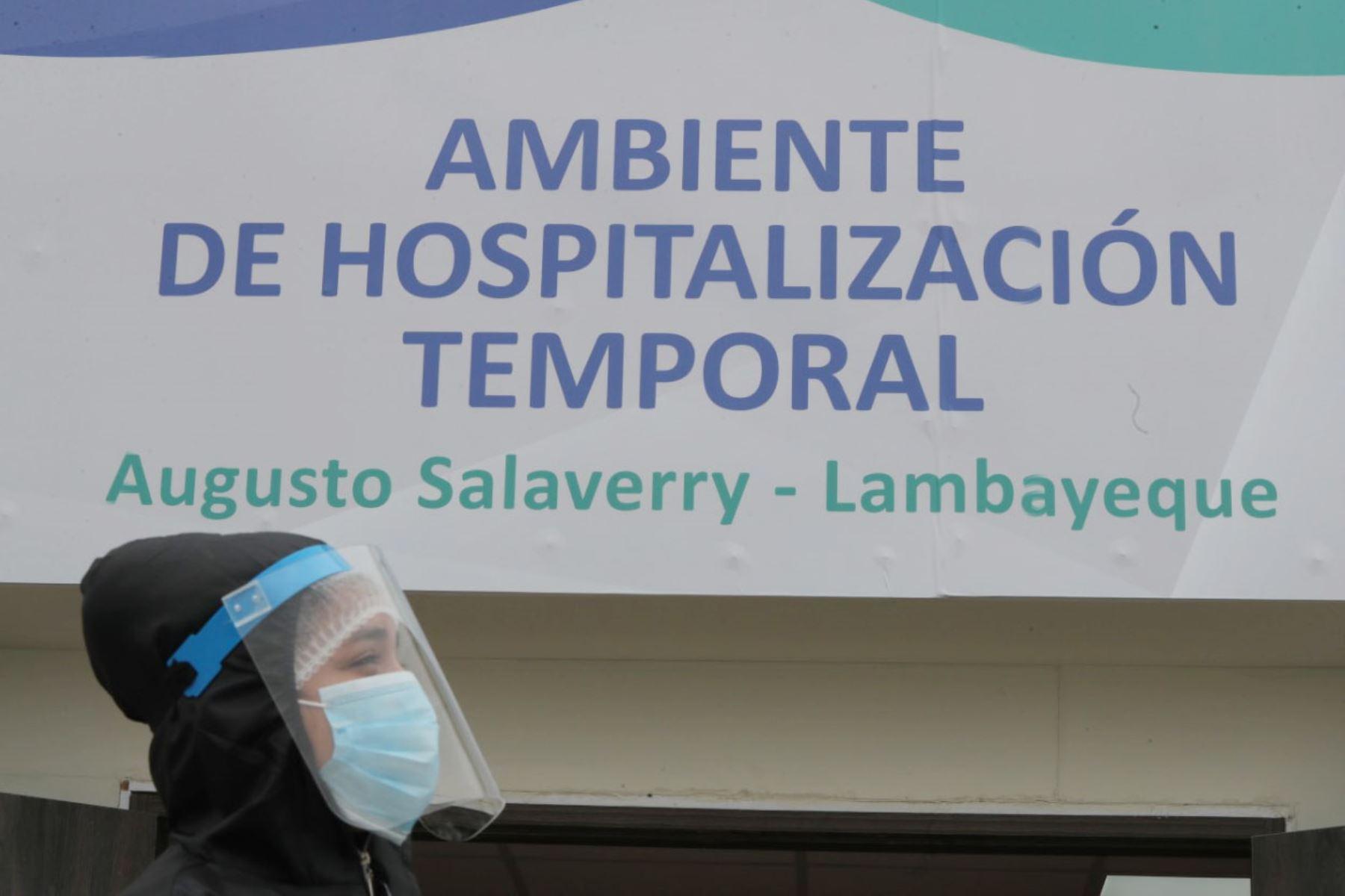 El presidente de la República, Martín Vizcarra, entrega ventiladores mecánicos para pacientes con covid-19 en la región Lambayeque. Foto: ANDINA/ Prensa Presidencia