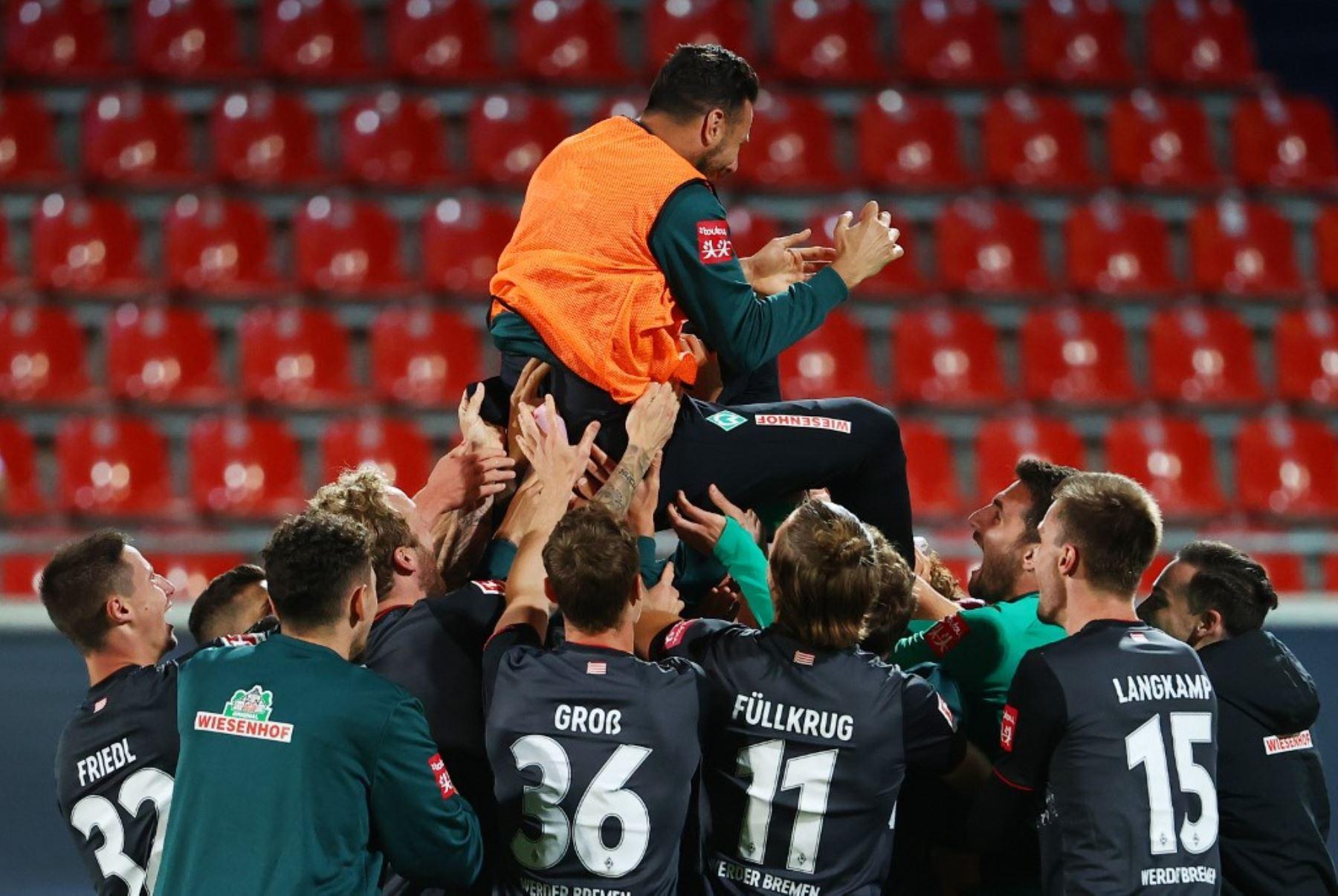 Claudio Pizarro fue lanzado por loa aires