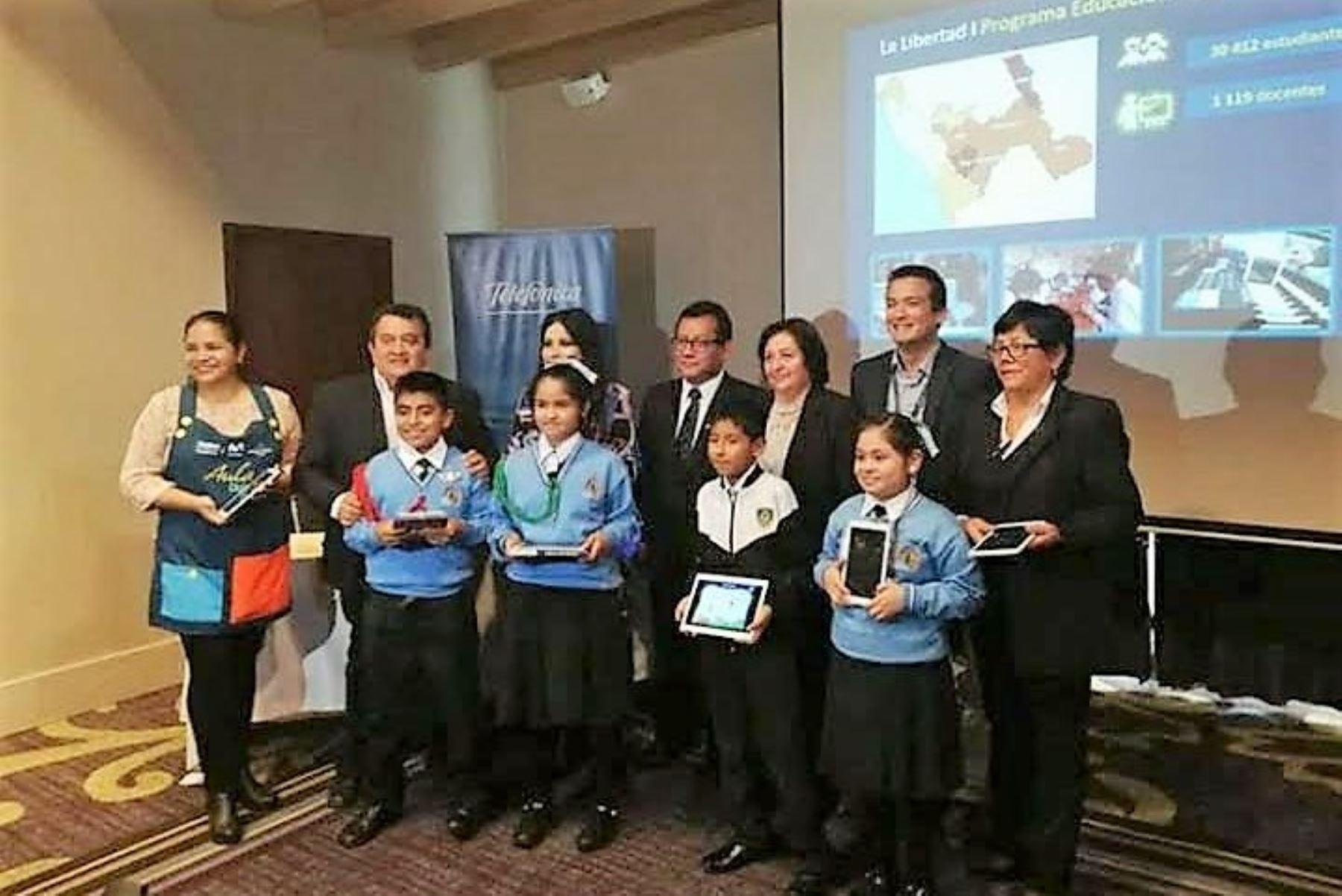 Maestros de la región La Libertad se reinventan para cumplir con su misión docente en medio de la pandemia del covid-19. Foto: ANDINA/Difusión