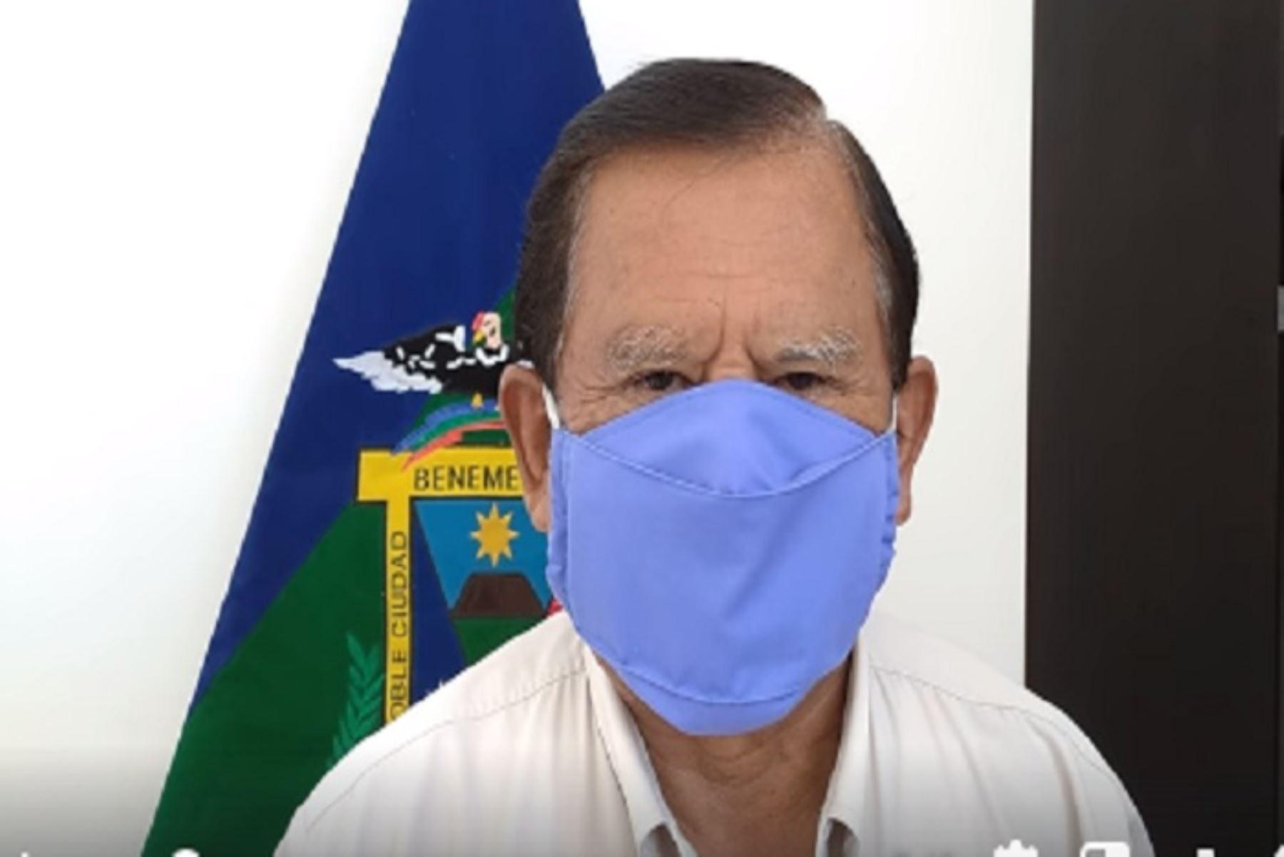 El estado de salud de la máxima autoridad moqueguana es estable y se encuentra aislado en su domicilio por prescripción de su médico, tras la descompensación por diabetes que sufrió el último fin de semana.