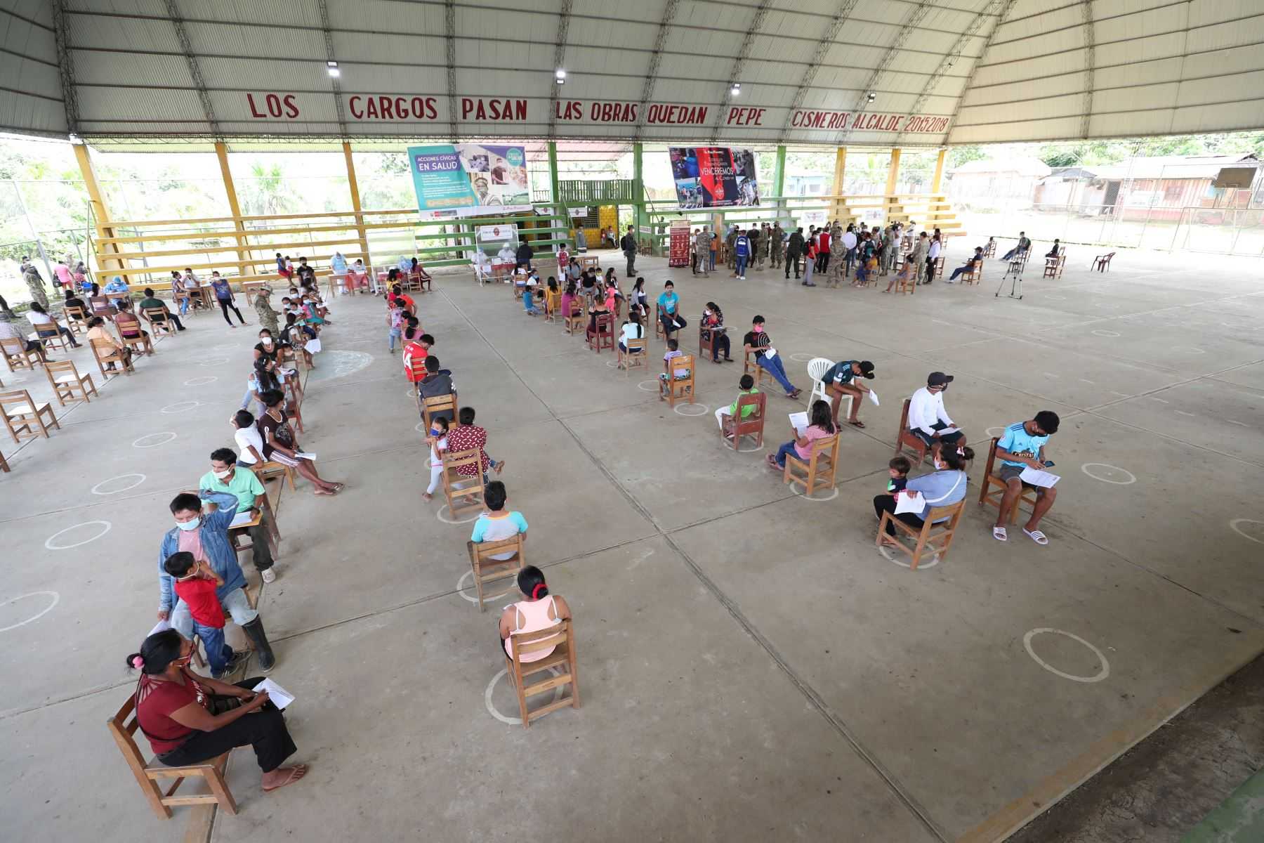 El titular de PCM, Vicente Zeballos, llegó al distrito de Andoas para supervisar una nueva Acción Cívica, que permite priorizar acciones para hacer frente al covid -19 y realización de pruebas rápidas a comunidades indígenas y atenderlos con diversos servicios de salud. Foto: PCM