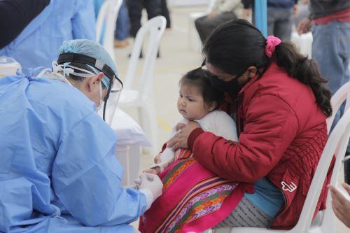 El Minsa se ha propuesto vacunar a 614,000 niños y niñas, y administrar 1.5 millones de dosis del esquema nacional de vacunación. ANDINA/Minsa