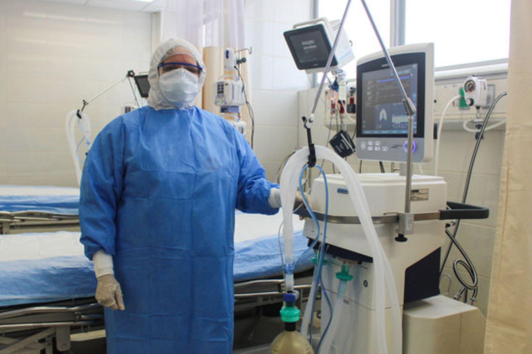 Dentro de las ventajas de realizar una traqueostomía quirúrgica es que disminuye y previene algunas secuelas y/o futuras complicaciones que pueden presentarse en él. por usar un ventilador mecánico durante tanto tiempo. ANDINA/Minsa