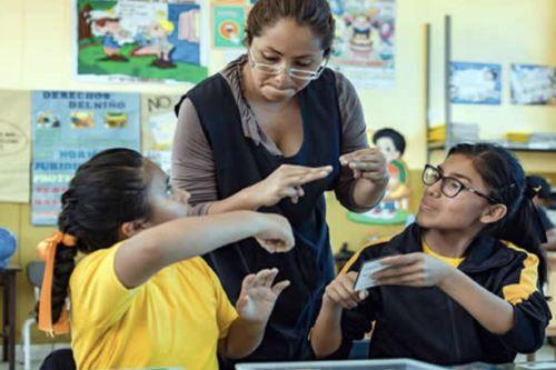 Minedu aprueba perfil de mediador educativo para enseñanza de lengua de señas peruana