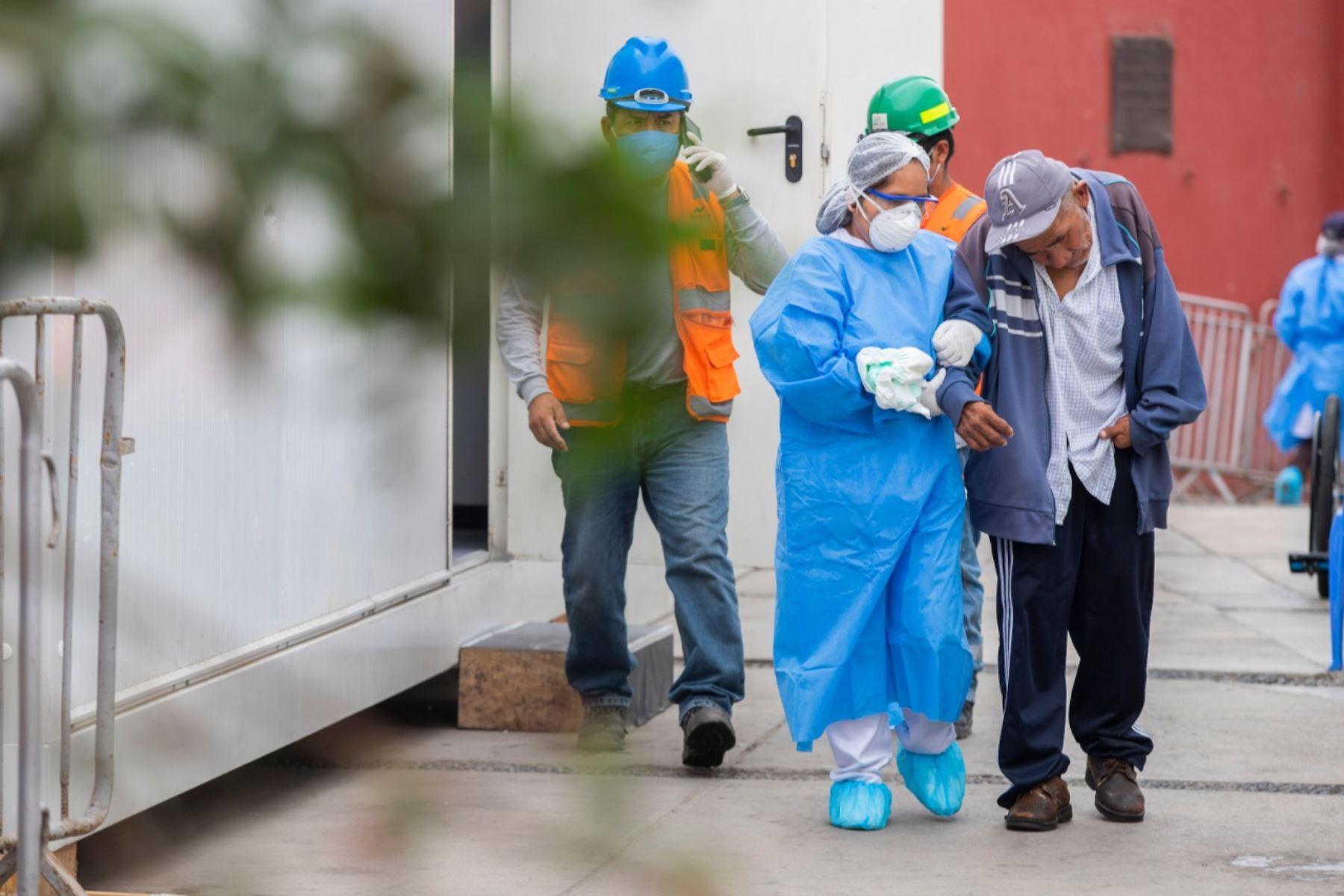 Hace 100 días, junto a la Beneficencia de Lima, el albergue la Casa de Todos abrió sus puertas para proteger y dar cobijo a personas en situación de calle, vulnerables al contagio de COVID-19. Personal especializado los acompañan a diario. Foto: ANDINA/Municipalidad de Lima
