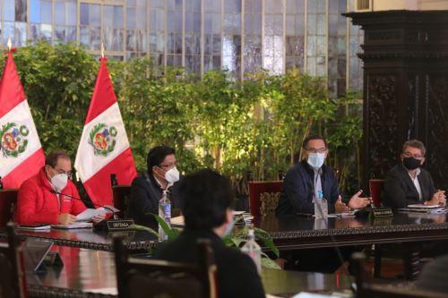 El presidente Martín  Vizcarra y el premier Vicente Zeballos, dirigen una nueva sesión del Consejo de Ministros