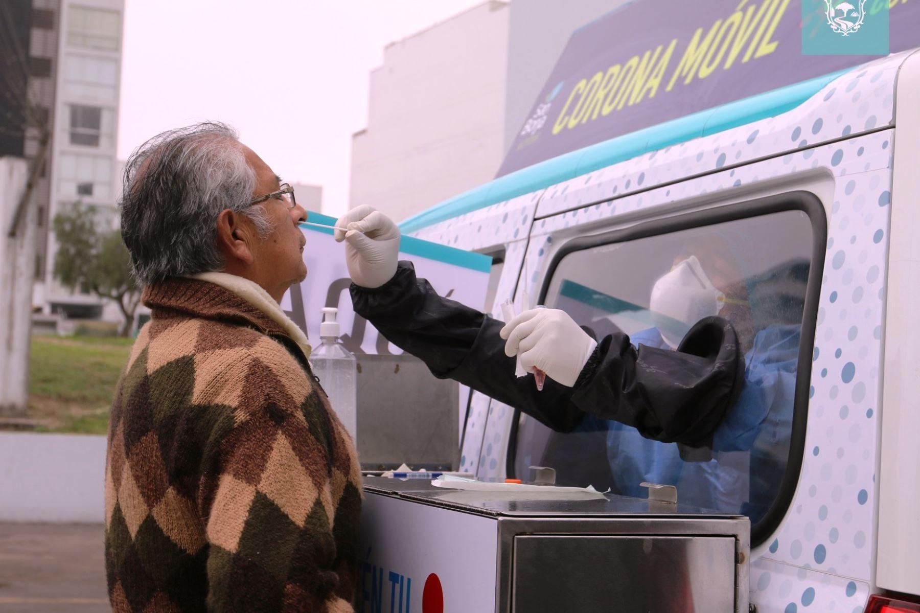 San Borja: Coronamóvil toma pruebas de descarte gratis de covid-19 a vecinos. Foto: ANDINA/Difusión.