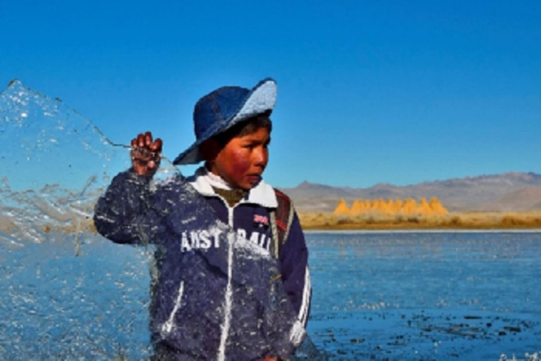 En la Sierra sur las estaciones del Servicio Nacional de Meteorología e Hidrología (Senamhi), ubicadas en Patahuasi (Arequipa) y Mazo Cruz (Puno), registraron hoy una temperatura mínima cercana a los -20 grados Celsius; mientras en el centro, cerca de -10 en Laive (Junín).