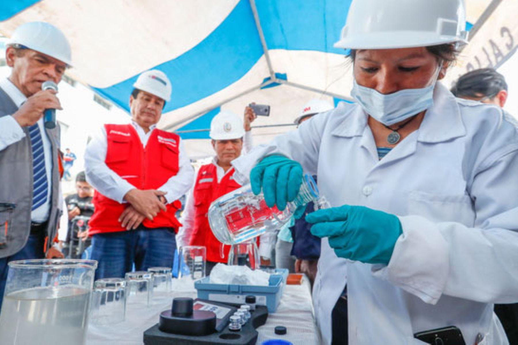 Con la participación de la cooperación suiza y alemana, el Ministerio de Vivienda, Construcción y Saneamiento hará un monitoreo epidemiológico de la concentración del covid-19 en las aguas residuales de Lima y Chiclayo. Foto: ANDINA/MVCS