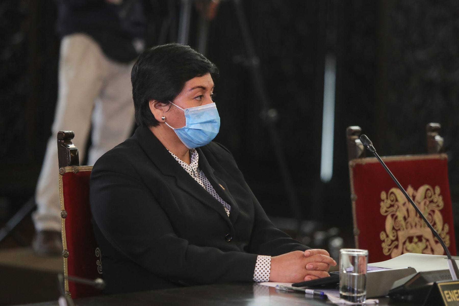 Ministra de Energía y Minas, Susana Vilca  acompaña al  jefe de Estado, Martín Vizcarra  quien brinda un pronunciamiento a nivel nacional.  Foto: ANDINA/Prensa Presidencia