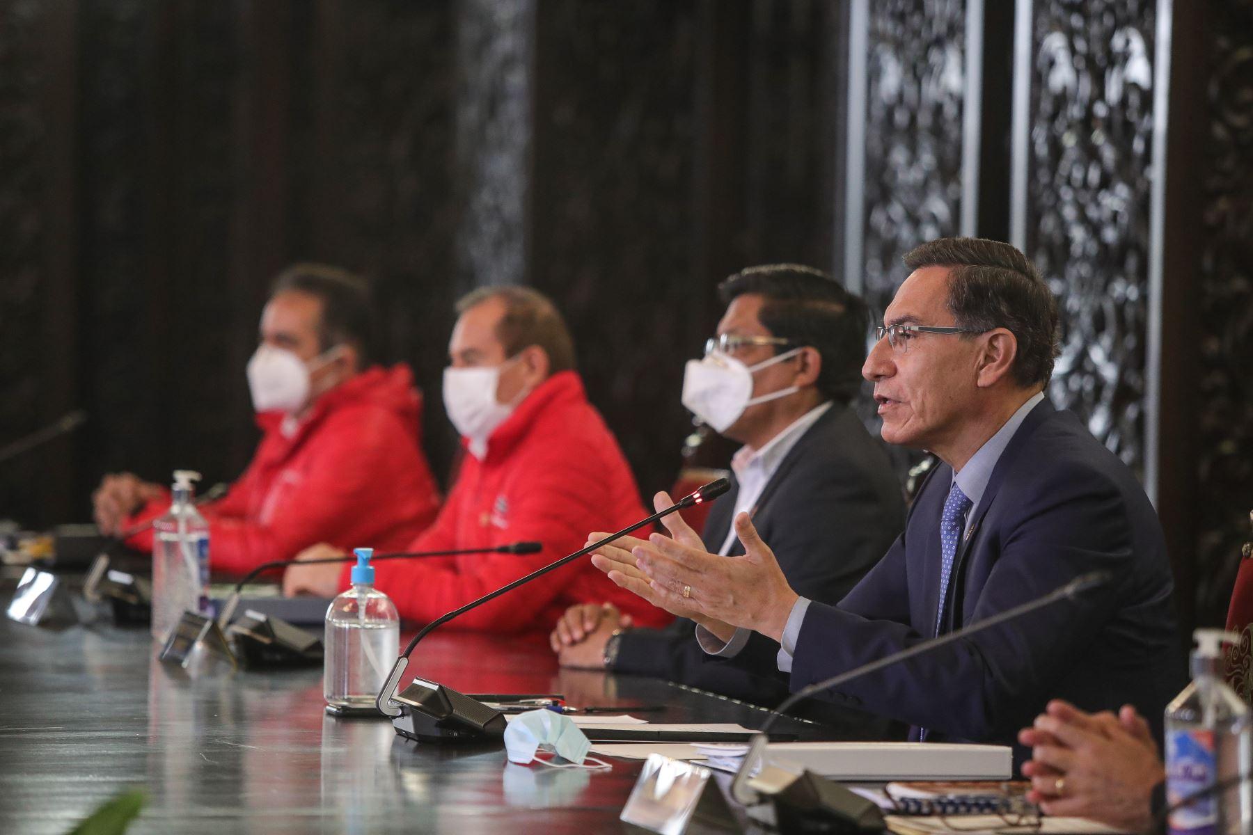 El jefe de Estado, acompañado de los miembros del Gabinete, brinda un pronunciamiento a nivel nacional. Foto: ANDINA/Prensa Presidencia