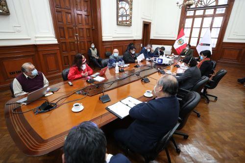 El presidente del Consejo de Ministros  lidera reunión de trabajo con sectores del Ejecutivo para articular acciones que impulsen el desarrollo del Corredor Vial Sur