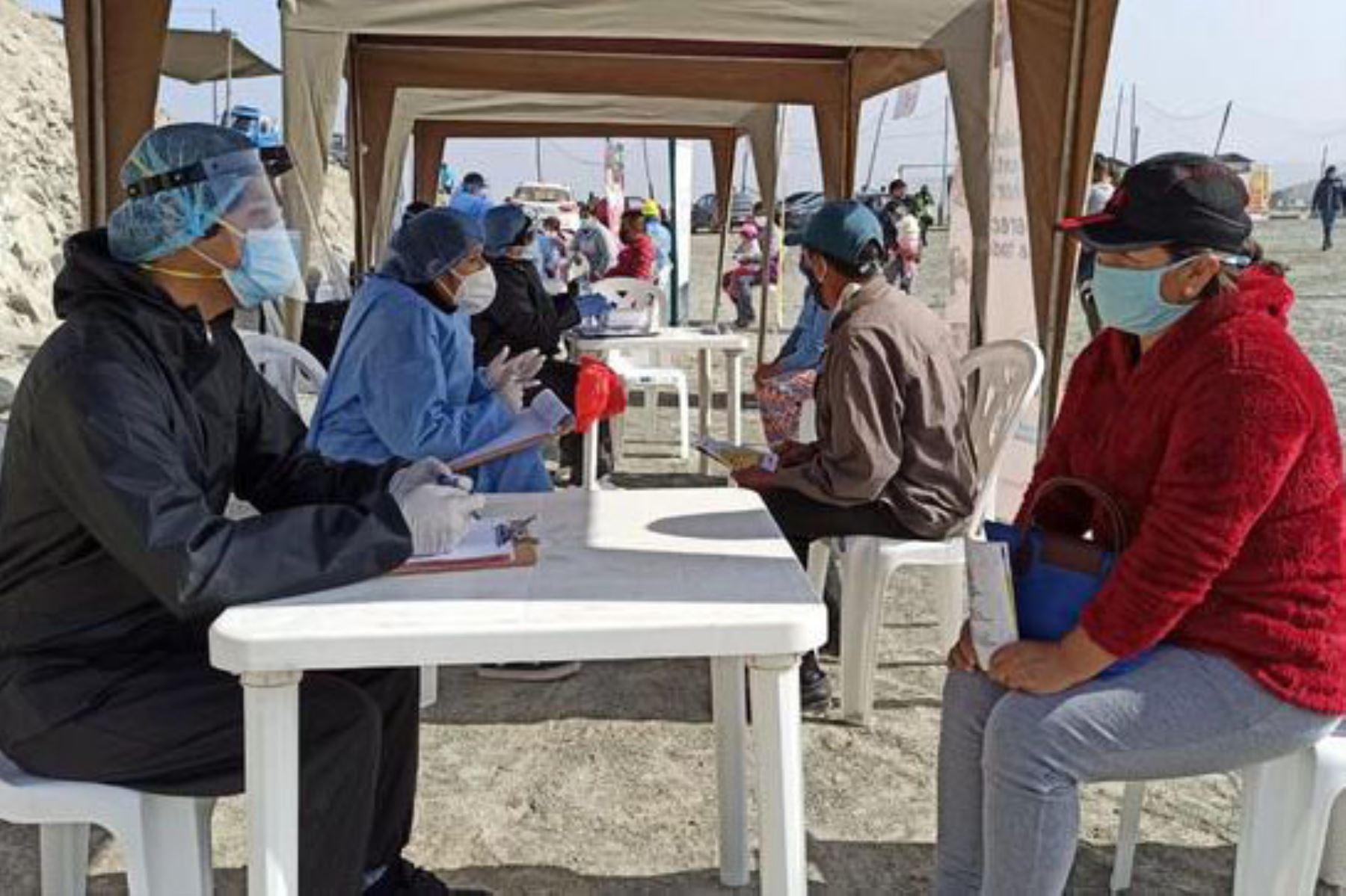 La Dirección de Redes Integradas de Salud (DIRIS) Lima Sur ha diseñado jornadas de salud integral con énfasis en la salud mental y vacunación, en el marco de la reactivación de los servicios de salud del primer nivel de atención. ANDINA/Minsa