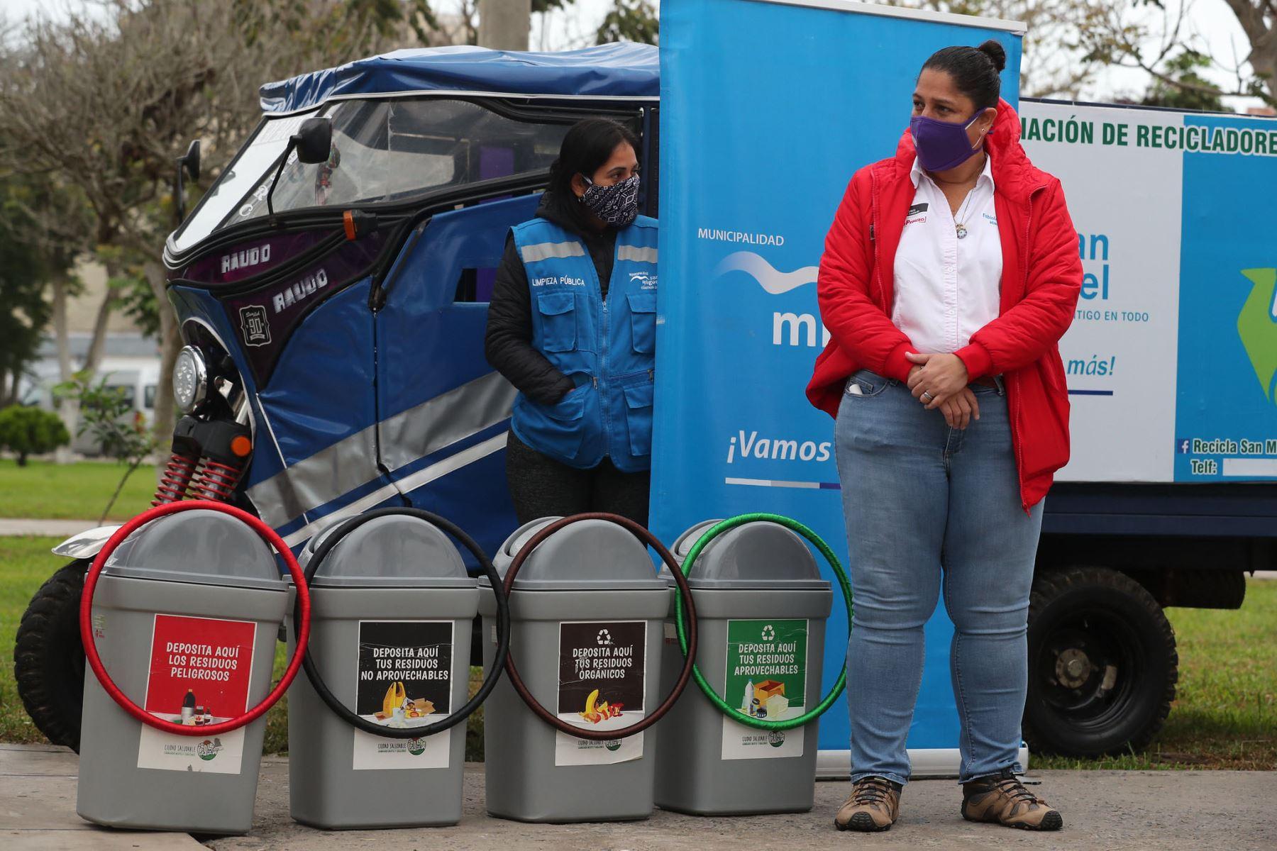 Ministra del Ambiente, Fabiola Muñoz impulsa la reactivación del reciclaje en el distrito de San Miguel, para asegurar que existan áreas verdes y una mejor calidad de aire. Foto: Minam
