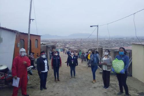 Distribuyen mascarillas comunitarias en localidades vulnerables del distrito de Nuevo Chimbote (Áncash). Foto: Cortesía Gonzalo Horna