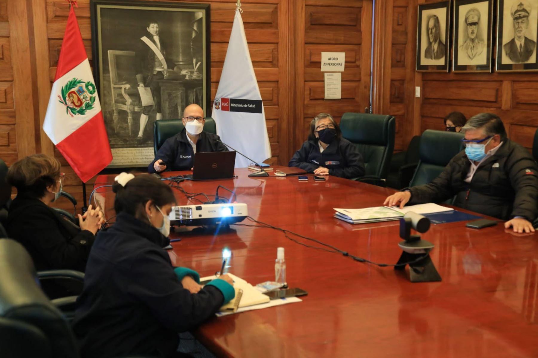 El ministro de Salud, Victor Zamora participa en la reunión para coordinar la conformación de la comisión del comité multisectorial para la adquisición de la vacuna contra el #COVID19.  Foto: Minsa