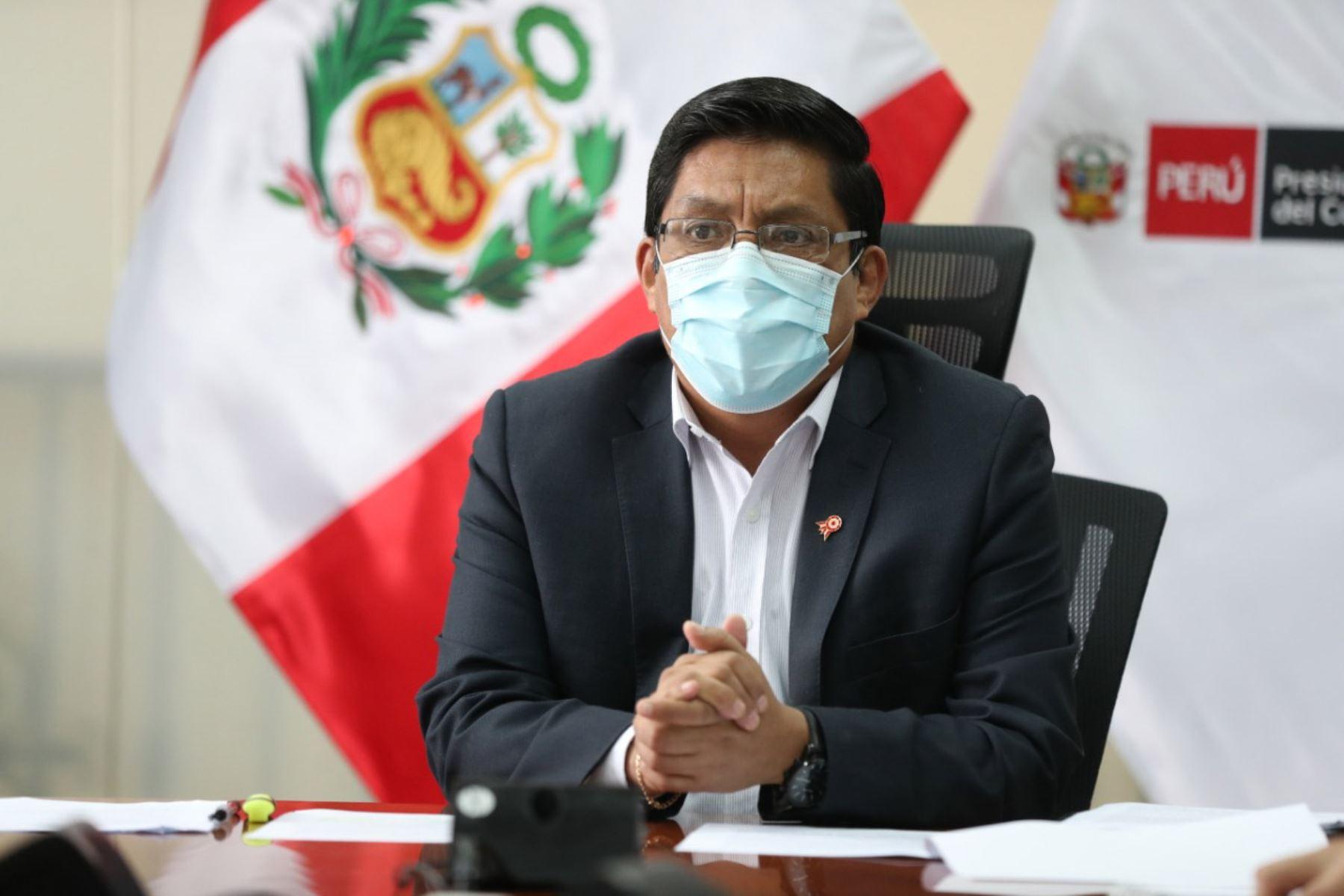 El presidente del Consejo de Ministros, Vicente Zeballos lidera la reunión de instalación de la Comisión Multisectorial de coordinación y articulación de acciones para acceder al desarrollo, producción, adquisición, donación y distribución de las vacunas contra el covid -19. Foto: PCM