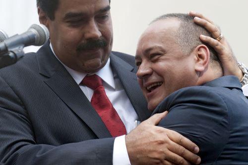 Maduro dijo que le había sugerido a Cabello hacerse una prueba de detección de covid-19 debido a síntomas que parecían de una alergia. Foto: AFP
