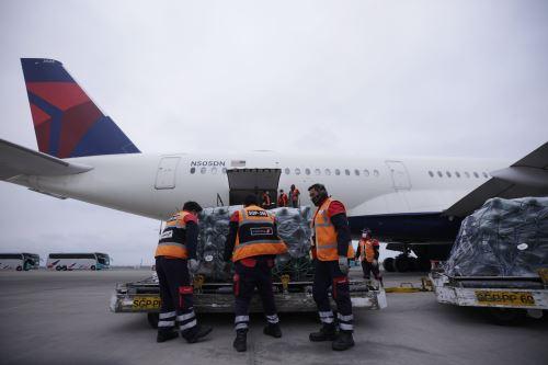 Coronavirus: Llegan a Lima 230 balones de oxígeno, de un grupo de 512 para contribuir a los esfuerzos ante el covid-19