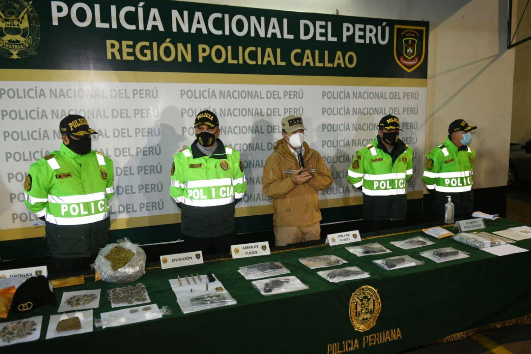 """El ministro del Interior, Gastón Rodríguez presenta los resultados de dos megaoperativos contra la delincuencia común y los infractores al Estado de Emergencia, en el marco del plan de seguridad """"Fortaleza 2020"""". Foto: Mininter"""