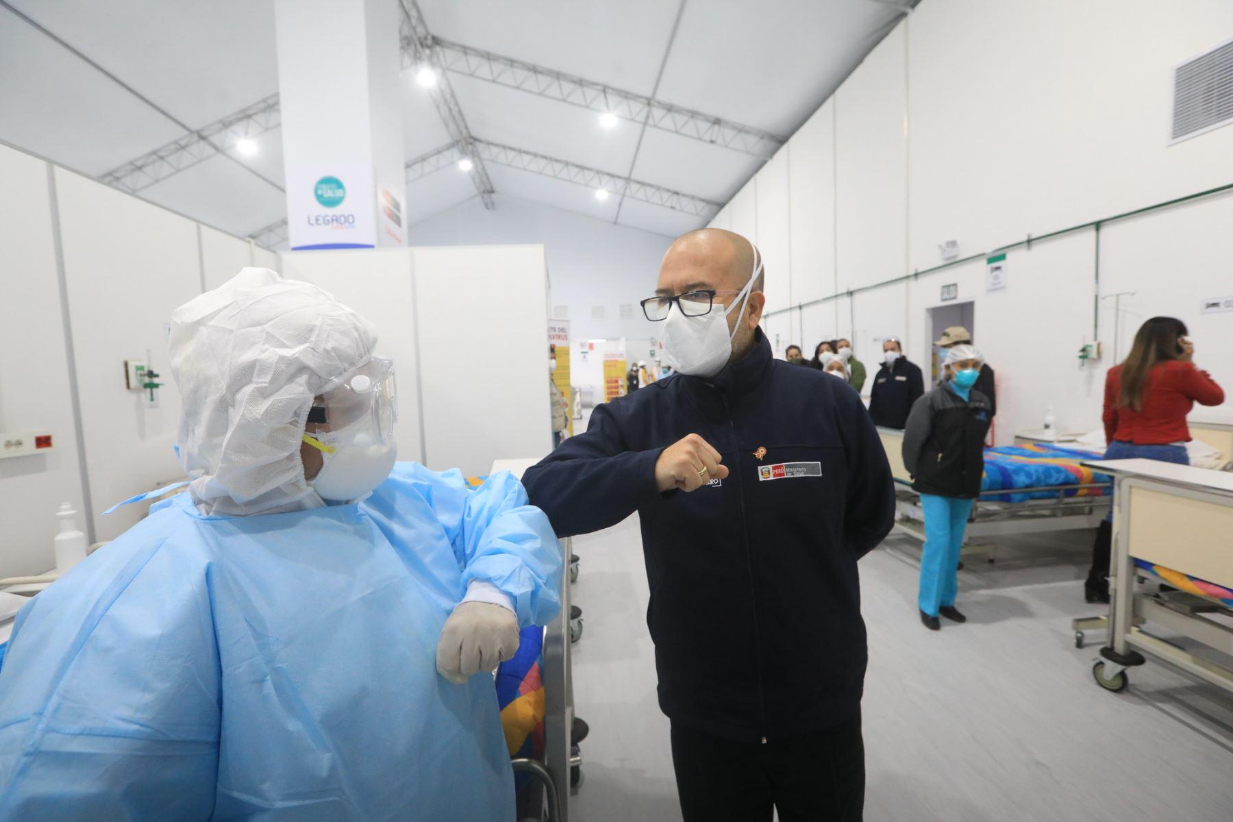 Ministro de Salud, Víctor Zamora, inspecciona establecimiento de atención temporal para pacientes leves de covid-19. ANDINA/Difusión