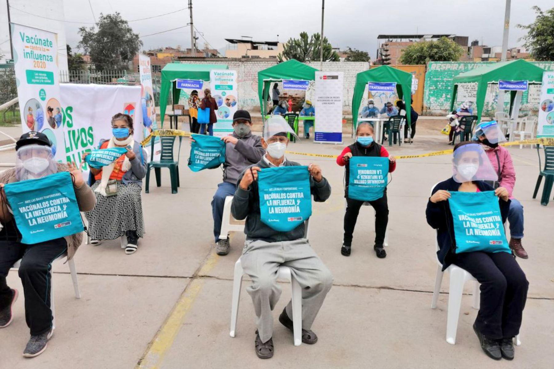 Equipos del Minsa brindan atención integral de salud a más de 300 niños, gestantes y adultos mayores de Los Olivos, priorizando el esquema regular de vacunación.  Foto: MINSA