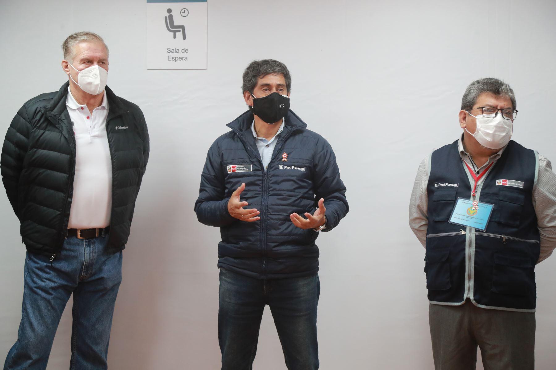 El Ministro de Transporte y Comunicaciones Carlos Lozada,lidera comitiva del Ejecutivo que coordina las acciones de atención a pacientes COVID-19 en La Libertad. Foto: ANDINA/MTC.