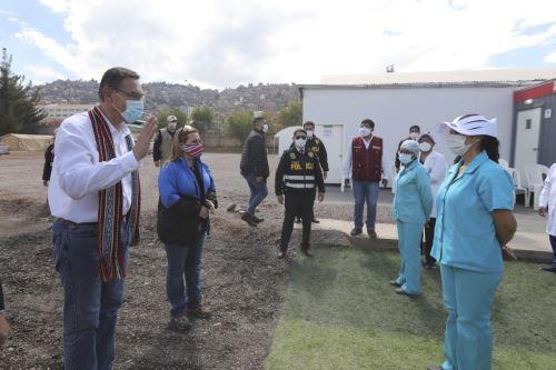 El jefe de Estado Martín Vizcarra inspeccionó la puesta en marcha del ambiente de Hospitalización Temporal de Cusco