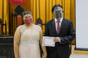 Como la pandemia por el covid-19 obligó a ser sumamente cuidadosos, las parejas no realizaron fiestas, pero sí se casaron por lo civil ante ley y ahora son parejas felices que disfrutan su amor.
