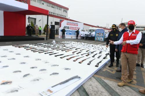 Ministerio del Interior presenta armamento incautado durante estado de emergencia